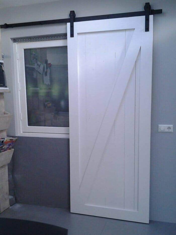 Witte schuifdeur vuren hout barn deur op maat gemaakt