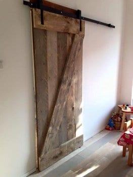 Houten Planken Tegen De Muur.Houten Schuifdeuren Maken